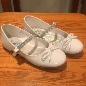 Girls white dress shoes